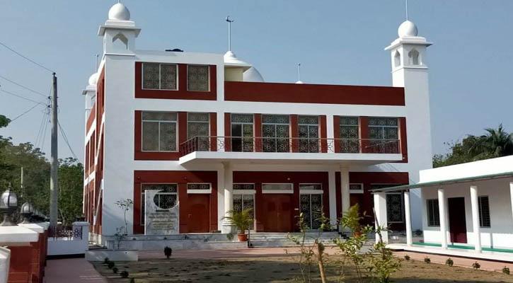 বাবার ইচ্ছা পূরণে ৩ কোটি টাকা ব্যয়ে মসজিদ নির্মাণ করলো ছেলে