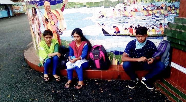 ভারতে পাচার ৩ যুবক-যুবতীকে বেনাপোলে হস্তান্তর