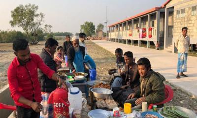 ভাসানচরে রোহিঙ্গাদের প্রথম মাস স্বাচ্ছন্দ্যেই কাটলো