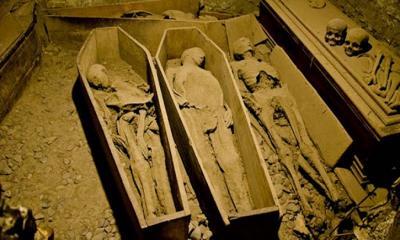 ৯০০ বছরের পুরনো গির্জার নীচে থরে থরে সাজানো রহস্যময় মমি