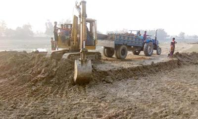 ধুনটে বাঙালী নদীর চর কেটেআ.লীগ নেতার উন্নয়ন