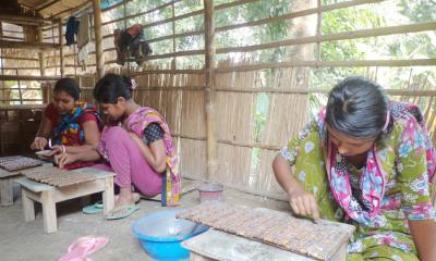 মুকসুদপুরে ইমিটেশনের গহনা ছেড়ে তাবিজ তৈরিতে ঝুঁকছে কারিগররা