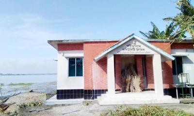 রাজারহাটে তিস্তা নদীর ভাঙনে বিলীন হচ্ছে বসতভিটা