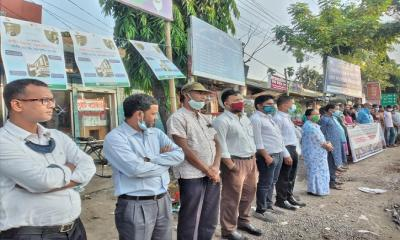 কুমিল্লাকাণ্ড: জড়িতদের গ্রেফতারের দাবিতে মানববন্ধন