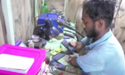 পঙ্গু যুবকের ব্যবসা বন্ধ করে চাঁদা দাবী, পাশে দারালো পুলিশ