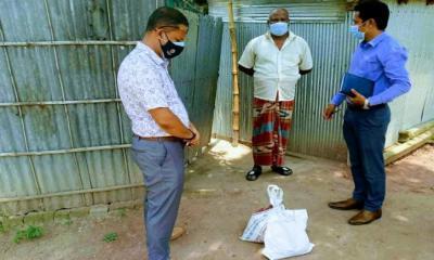 জরুরী সেবায় ফোন, খাদ্য সামগ্রী নিয়ে হাজির ইউএনও