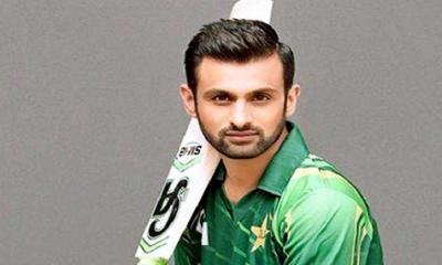 পাকিস্তানের বিশ্বকাপ দলে থাকছেন শোয়েব মালিক