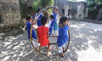 চিলমারীতে চরাঞ্চলে ব্রহ্মপুত্র নদের ভাঙনে ক্ষতিগ্রস্ত স্কুল এবং পাঠদান কার্যক্রম