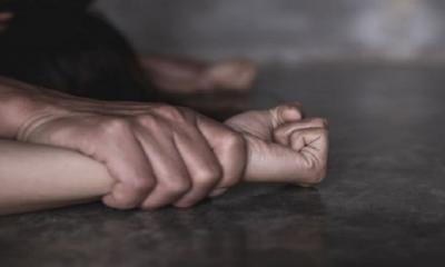 ধর্ষণচেষ্টা: বিচার চাইতে ভয় পাচ্ছে ভ্যানচালক বাবা