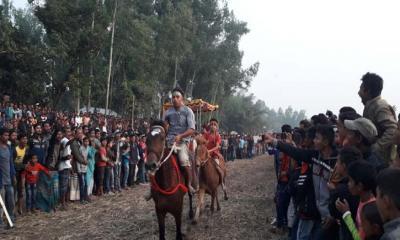 বোদায় ঘোড়দৌড় প্রতিযোগীতা অনুষ্ঠিত