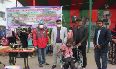 """ফরিদপুরের """"হাত বাড়িয়ে দেই"""" সংগঠনের সহায়তা প্রদান"""