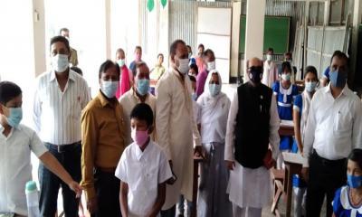 মোরেলগঞ্জে সংসদ সদস্যের শিক্ষার্থীদের সাথে কুশল বিনিময়