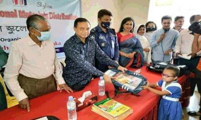 ভোলায় প্রতিবন্ধী শিক্ষার্থীদের মাঝে শিক্ষা উপকরন বিতরন