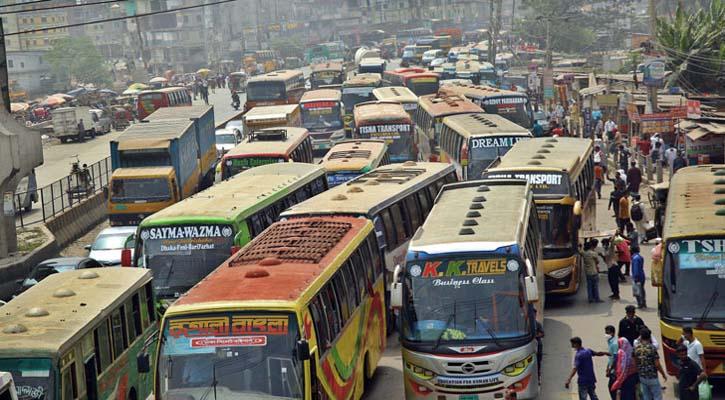 ঢাকা থেকে টাঙ্গাইল মহাসড়কে আজও চলছে গণপরিবহন