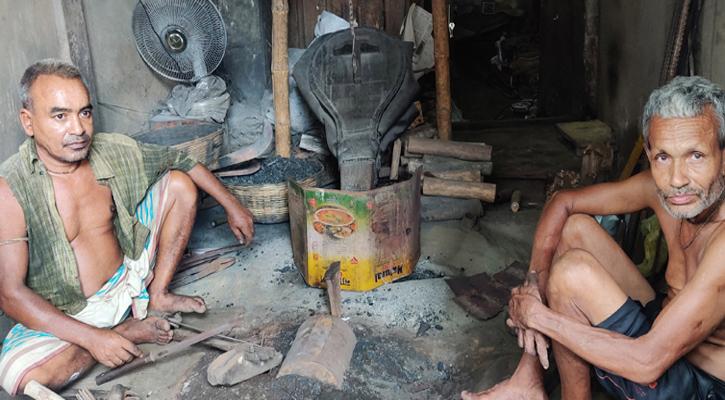 কমলগঞ্জে কামারশালায় নেই চিরচেনা ব্যস্ততা